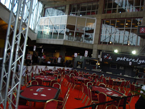 Photo: Zone de jeu, juste une moitié d'une 10zaine de tables, 21 en tout