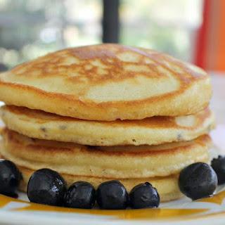 Easy Classic Pancakes {Recipe}.