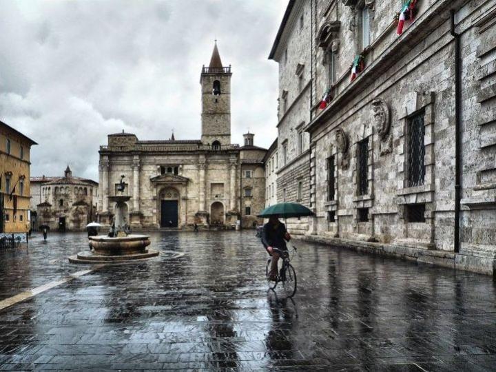 Biking in the Rain di Cavour