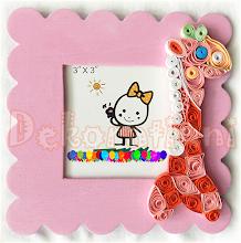 Photo: Ramă foto roz cu girafă Rama pictată, lăcuită. Ornamente : tehnica quilling Preţ: 20 lei