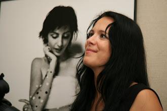 Photo: Sabina Grams aus Nebra (www.nino-photo.eu) vor einem ihrer Werke, Foto: Steffen Grams