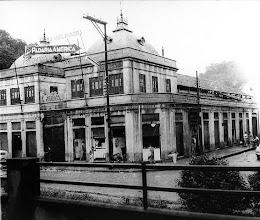 Photo: Antigo Mercado Municipal. Atualmente, em seu lugar encontra-se a Praça da Inconfidência, no início da Rua Floriano Peixoto. Foto da década de 30 ou 40