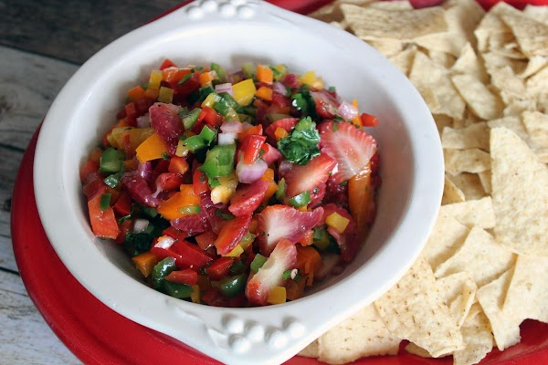 This salsa is exceptional the day after, so if you have patience, make it...