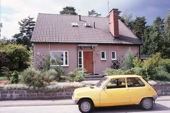 Photo: Ensimmäinen uutena ostamamme auto, Renault 5, tässä Karlstadissa matkalla Norjaan kesällä 1979