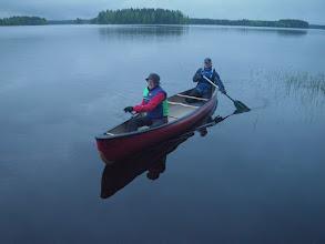 Photo: Rauni ja Ykä koemelovat Bell Northwindiä Ähtärinjärven illassa.