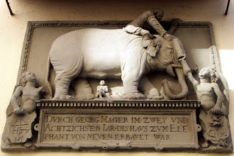 """Photo: Hauszeichen am """"Haus zum Elefanten"""", Habergasse 14 in Bamberg, 1582 wahrscheinlich durch Hans von Wemding gefertigt."""