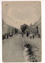 Photo: 1917 Gezien op de Beek (toen nog bij Princenhage) in de richting van de Markt.  Rechts een bakkerskar.