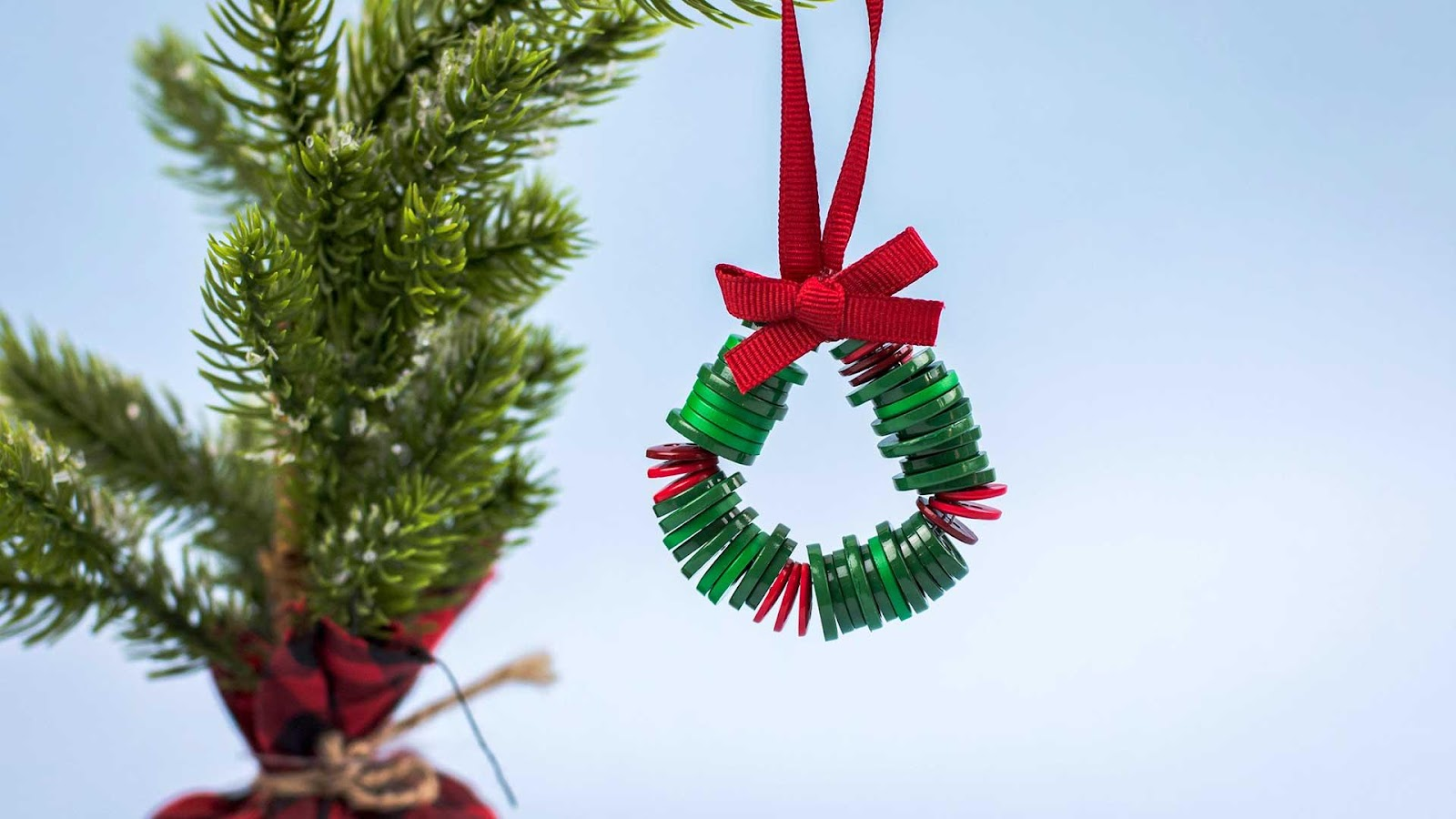 DIY Button Wreath - Christmas Crafts for Kids