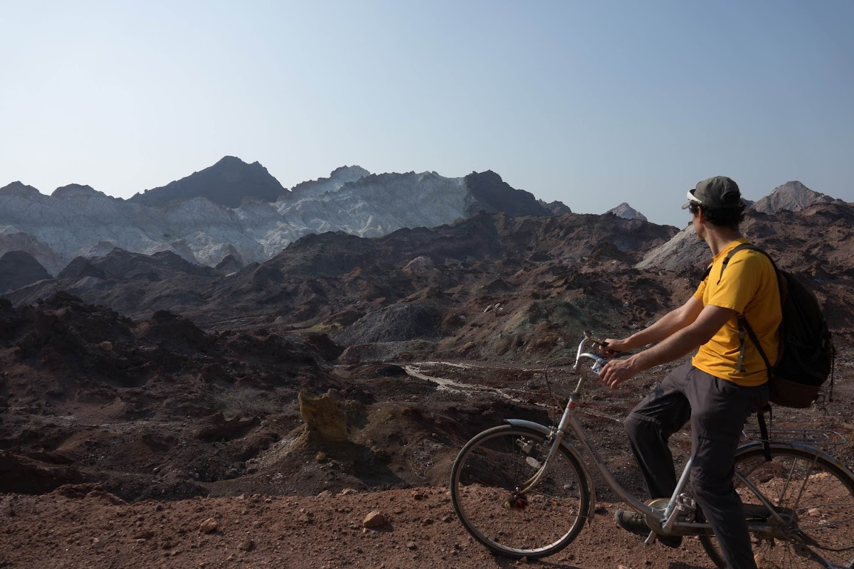 Hormuz Island Guide: Travel Tips & Things To See // Crossing Hormuz Island by Bike