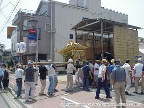 Photo: 【平成16年(2004) 宵々宮】 お仮屋に神輿を据え付け。