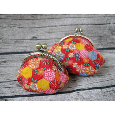 Japanese Style Handmade Fabric Coin Purses with Vintage Style Metal Frame Set #Japanese#Style#Handmade#Fabric#Coins#Purses#Vintage#Metal#Frame#flower#pattern#red