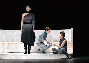 Photo: Wiener Kammeroper: LA CLEMENZA DI TITO. Premiere 13.4.2014. Inszenierung: Alberto Triola. Cigdem Soyarslan, Natalia Kawalek-Plewniak, Gaia Petrone. Copyright: Barbara Zeininger
