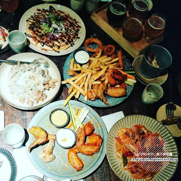 台北信義美食-[GumGum Beer & Wings 雞翅酒吧] 超有趣少女心調酒,好喝特別台灣精釀啤酒,招牌雞翅每種口味都好吃,適合聚會的精緻文青餐酒館