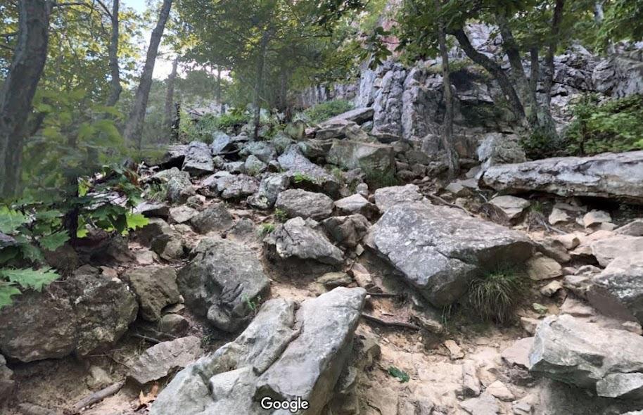 Pinnacle Mountain east side trail