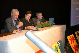Photo: 4 -  Le président présente le rapport moral et Emmanuel projette son montage