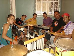 Photo: Ensaio de 13/10/2009 da nossa música BACKTCHUBÁ para o Festival de Música Popular do Gama. Componentes: Guilherme (baixo), Lucas (guitarra), Fernando (vocal), Júlio José (teclado), Cleyson (bateria) e Herlen (guitarra).