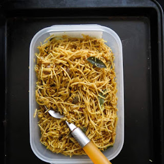 Easy School-lunch Box Fried Egg Noodles..