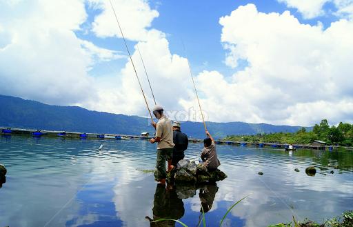Mancing Ikan Mancing Ikan di Danau Batur by