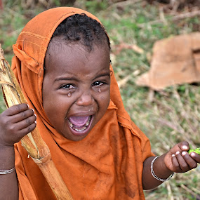 Something is wrong. by Marcel Cintalan - Babies & Children Child Portraits ( child, candy, crying, childhood, people, ethiopia, tears,  )