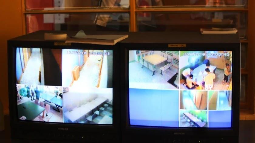 Monitores en un centro de menores de Almería.
