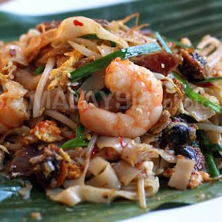 Char Kuey Teow Recipe (炒粿條/Penang Fried Flat Noodles).