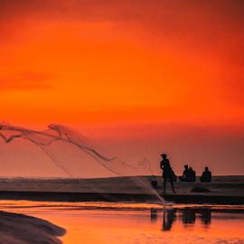 Weekend Fishing by Habeeb Rahman - Landscapes Beaches ( d7200, kerala, landscape, weekend fishing, people, photography, sky, nature, sunsets, weekend, nature photography, india, sunshine, men, nikon, man, sea, lake, sunset, landscape photography, sun light, fishing, landscapes, alappuzha, culture )