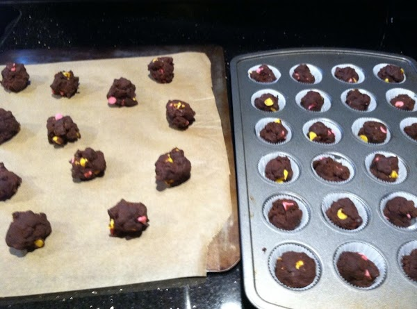 SPRAY WITH COOKN SPRAY OR LINE MINI MUFFIN TIN WITH PAPER CUPS N ROLL...