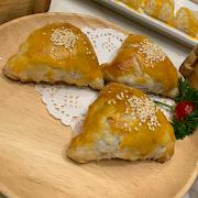 35. Baked BBQ Pork Puff 松子叉燒酥
