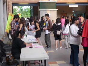 Photo: 租屋博覽會學生洽詢房東相關租賃事宜