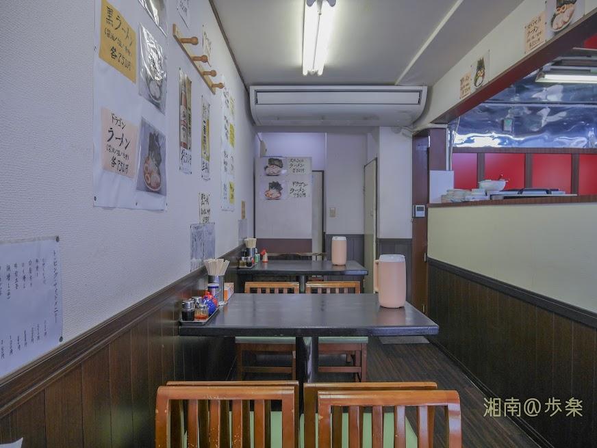 ラーメン海家 居抜きの利用なのか、どうして中華飯店ではないのかと思ってしまうほど空間である。