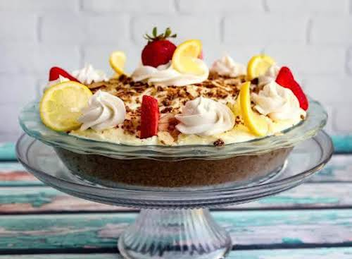 """Lemon Crunch Dessert""""Spring is coming and what's prettier than a yellow dessert..."""