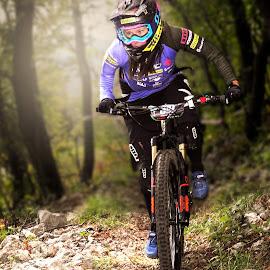 mtb portrait by Uroš Hladnik - Sports & Fitness Cycling ( girl, bike, cycling, sport, portrait )