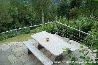 Photo: Tischgarnitur 200x90x6 cm aus Calancagneis, Tisch- und Bankplatte geflammt, Stützten naturgespalten
