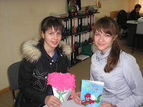"""Photo: Девочки из школы № 37 с """"букетами"""" хризантем и гвоздик!"""