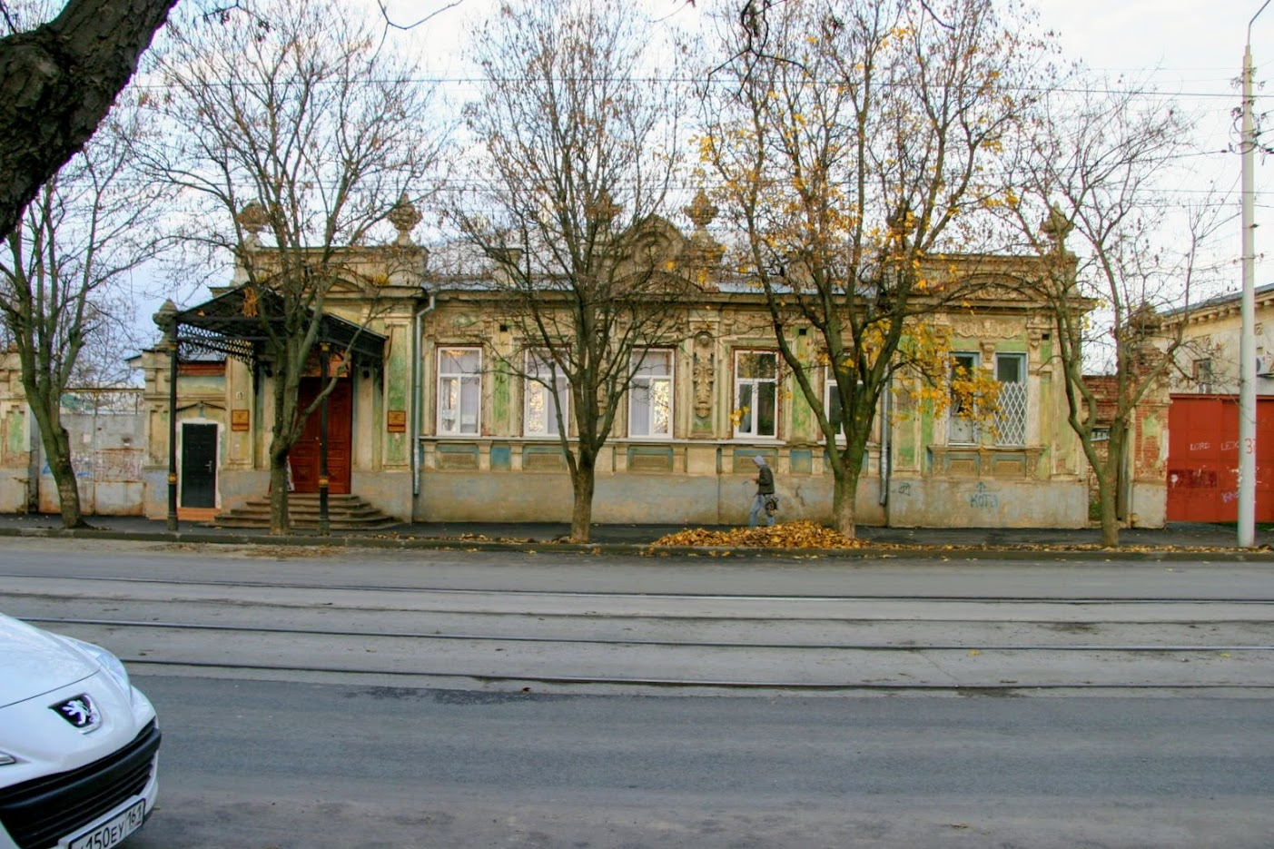 https://sites.google.com/site/istoriceskijtaganrog/frunze-ulica/dom-20
