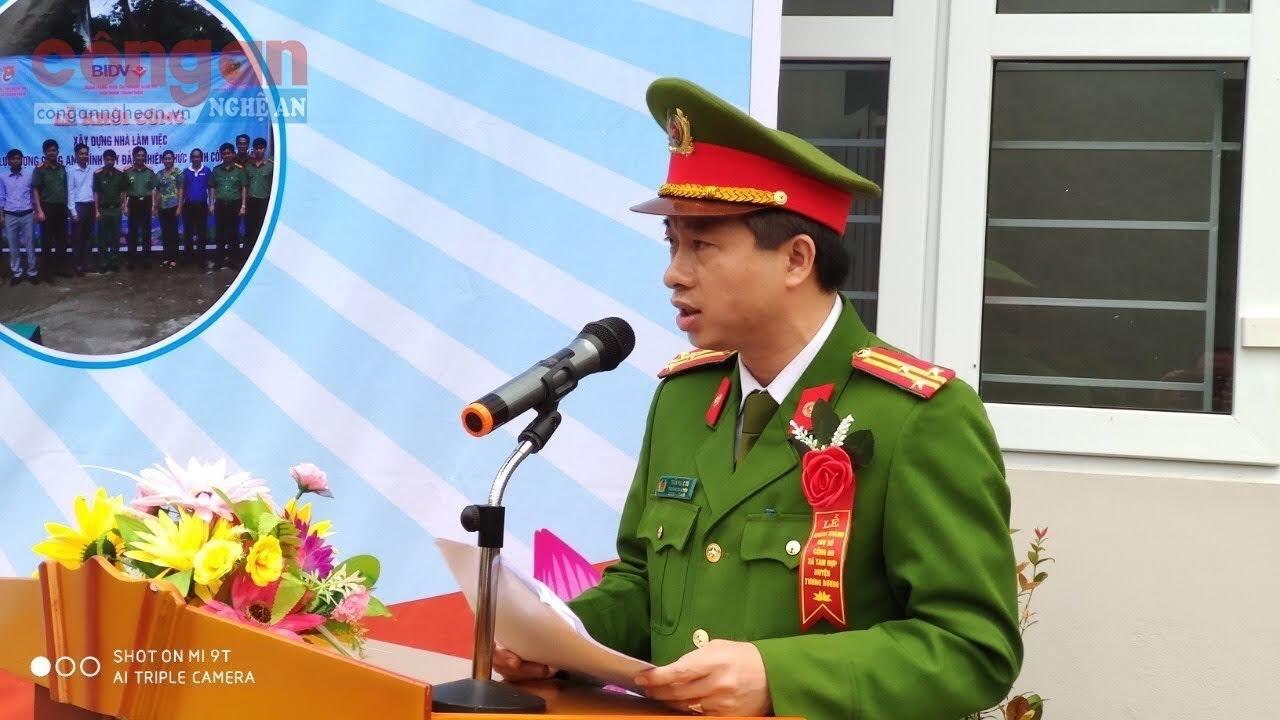 Đồng chí Thượng tá Trần Phúc Tú, Trưởng Công an huyện Tương Dương phát biểu tại Lễ khánh thành trụ sở CA xã Tam Hợp