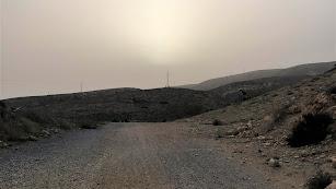El polvo cubre el cielo de La Molineta en Almería.