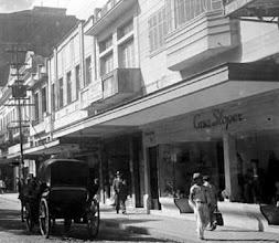 Photo: Casa Sloper, na Rua do Imperador. Foto da década de 50