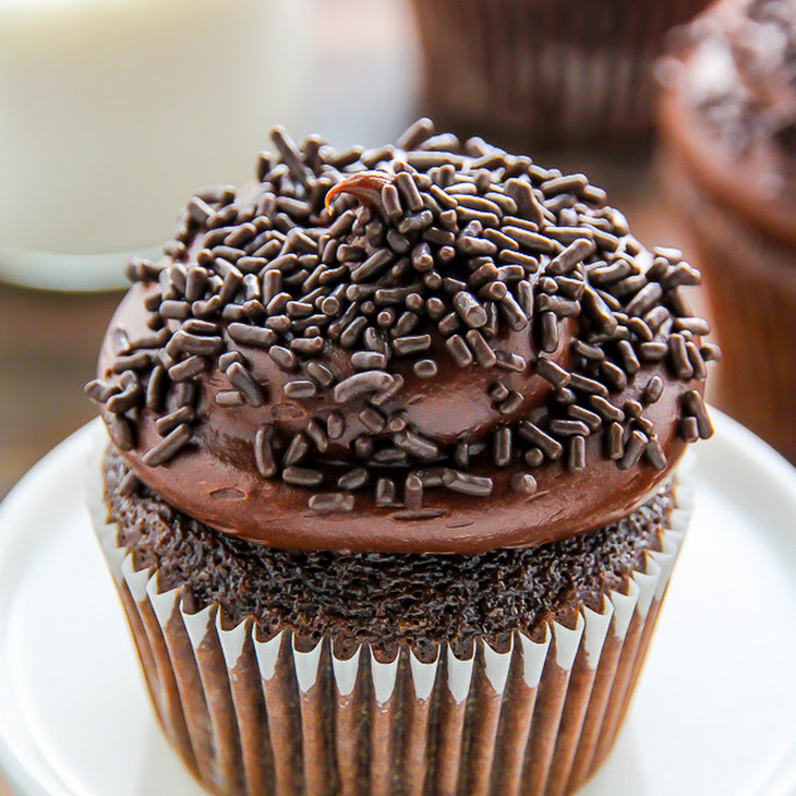 Old-Fashioned Chocolate Buttermilk Cupcakes Recipe | Yummly