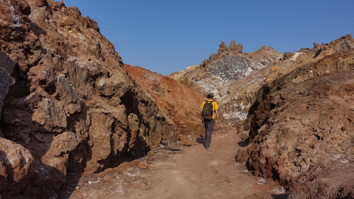 Hormuz Island Guide: Travel Tips & Things To See // Hiking in the Rainbow Mountains