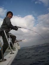 Photo: な、なぬー! 連チャンヒットのテスター!見ていてかなり疲れるジャークですが間違いなく魚にスイッチが入った!