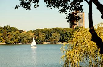 Photo: Hồ trong công viên.
