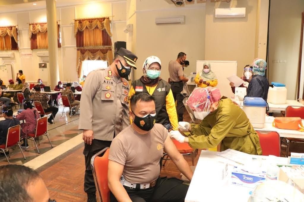 925 Anggota Polres Ponorogo Ikuti Vaksinasi