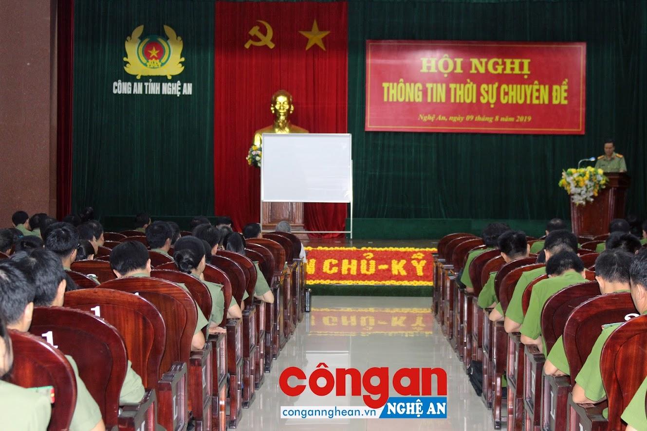Hội nghị thông tin thời sự chuyên đề được Đảng ủy Công an Nghệ An tổ chức thường xuyên để cập nhật thông tin cho CBCS