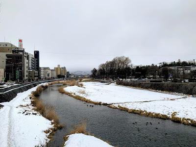 中の橋から見た中津川