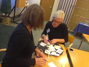 Photo: Med säker hand räknar våra workshopsledare Janette och Annette fram resultatet.