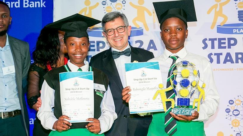 Winners Nobuhle Motlounu and Babongile Maqutha, with Martin Sweet, MD of Primestars.