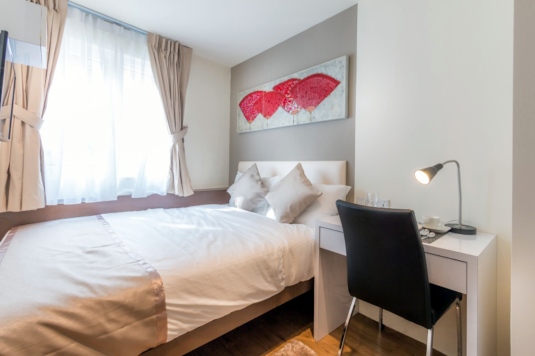 Double bed bedroom at South Bridge Apartments, Orchard Road