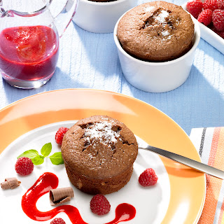 Schokoladenkuchen mit Himbeersauce