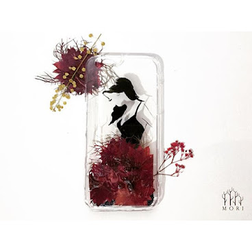 Flower Fashion 系列.3 $150  乾花加上時裝 製造出味道不一樣的手機殼 在芸芸壓花藝術中,送你一點獨特美  查詢whatsapp:65421768  #beauty #mori #手飾 #送 #禮 #girl #個性的  #個性 #diy #頸鏈 #tailormade #hkig #hkshop #hkgirl #hkgirlshop #case #iphone #flower #fashionable #fashion #禮物 #聖誕禮物 #手機殼 #手機配件#滴膠 #水晶膠